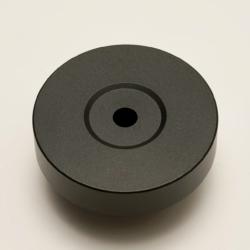 高い平面性を備えていますので、レーベル面に吸い付くような感覚でレコードに載せられます